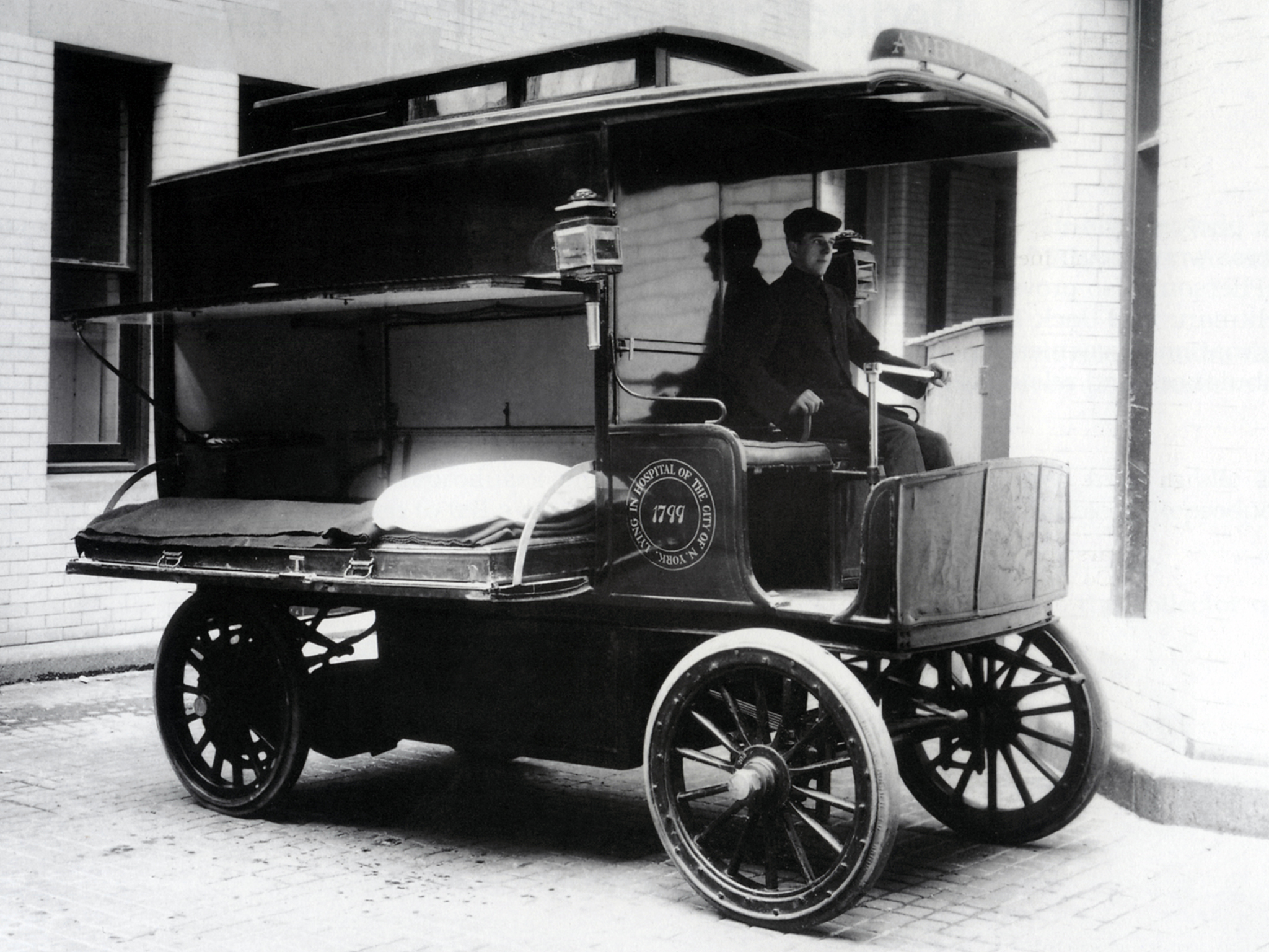 1900 Wood Electric Ambulance emergency retro      g