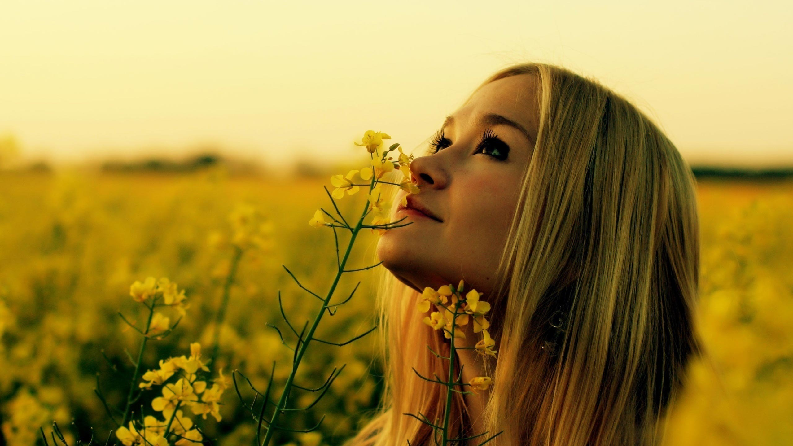 220233 Woman smelling the flower