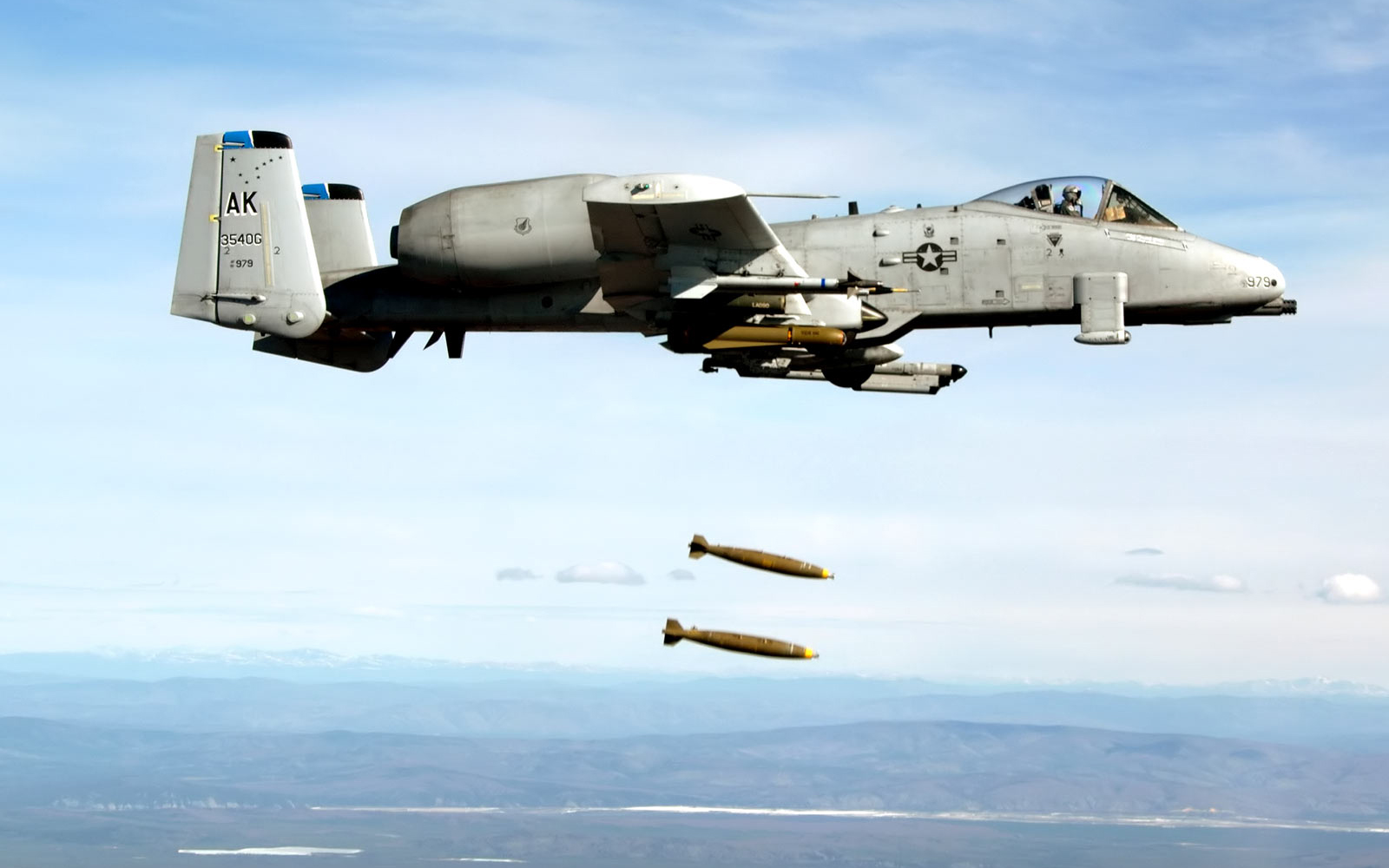 A-10 Airplane Plane military weapons thunderbolt soldiers bombs weapons