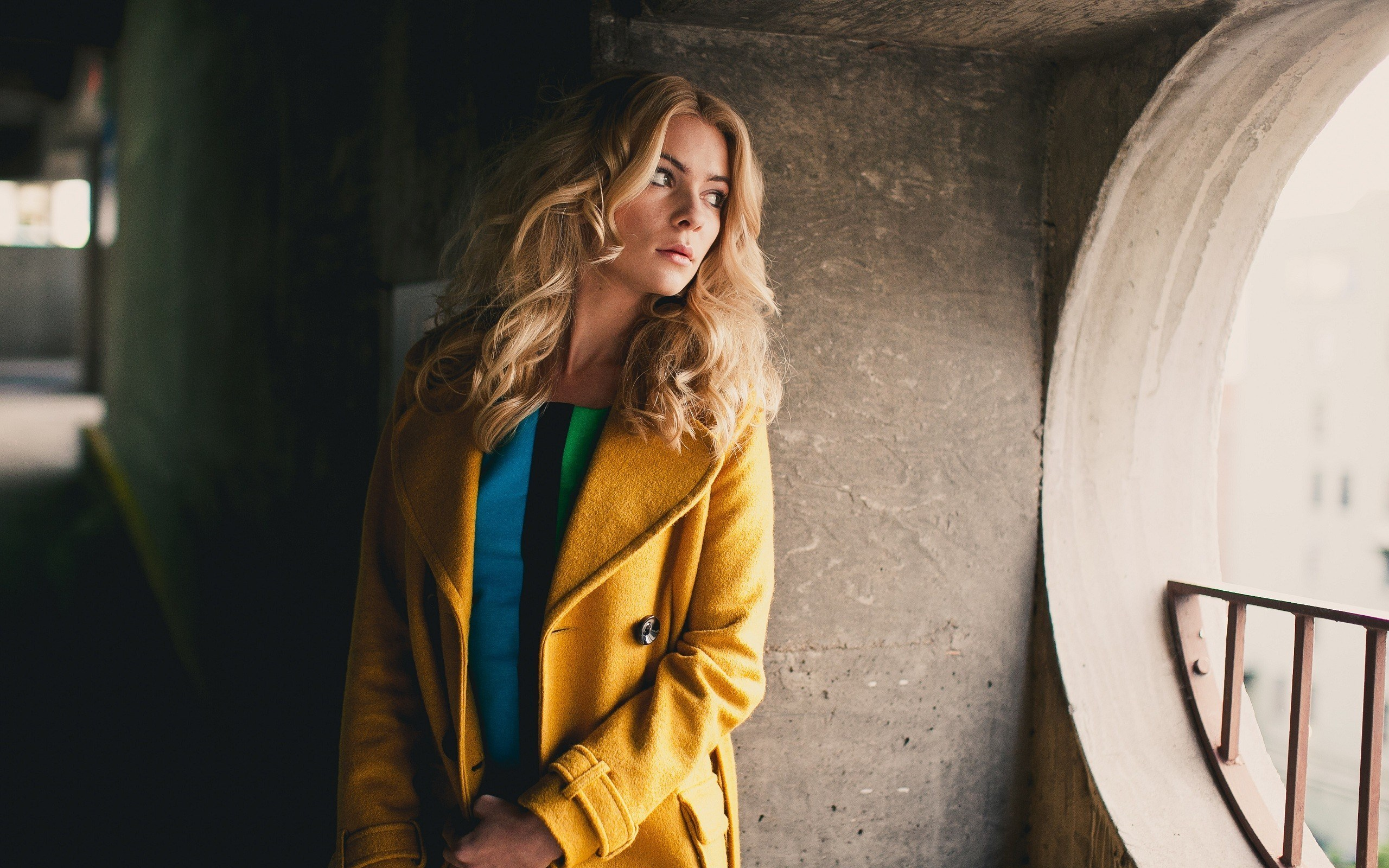 Alexis Coons Blonde Girl Fashion