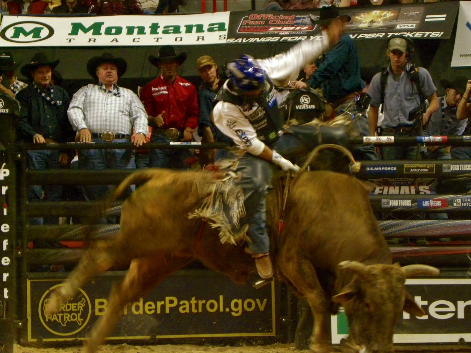 bull riding bullrider rodeo western cowboy extreme cow (32)_JPG