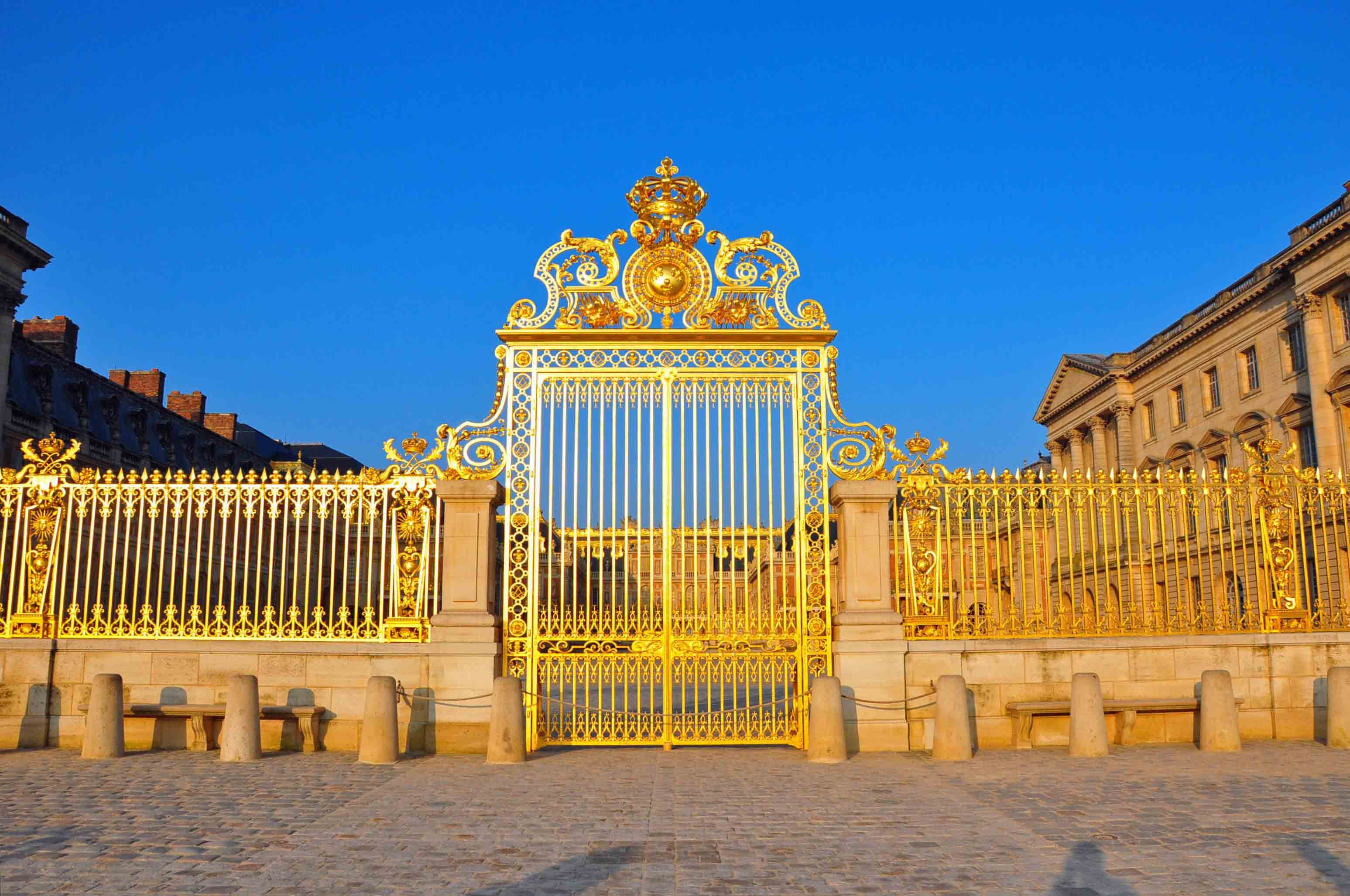 CHATEAU de VERSAILLES palace france french building fence