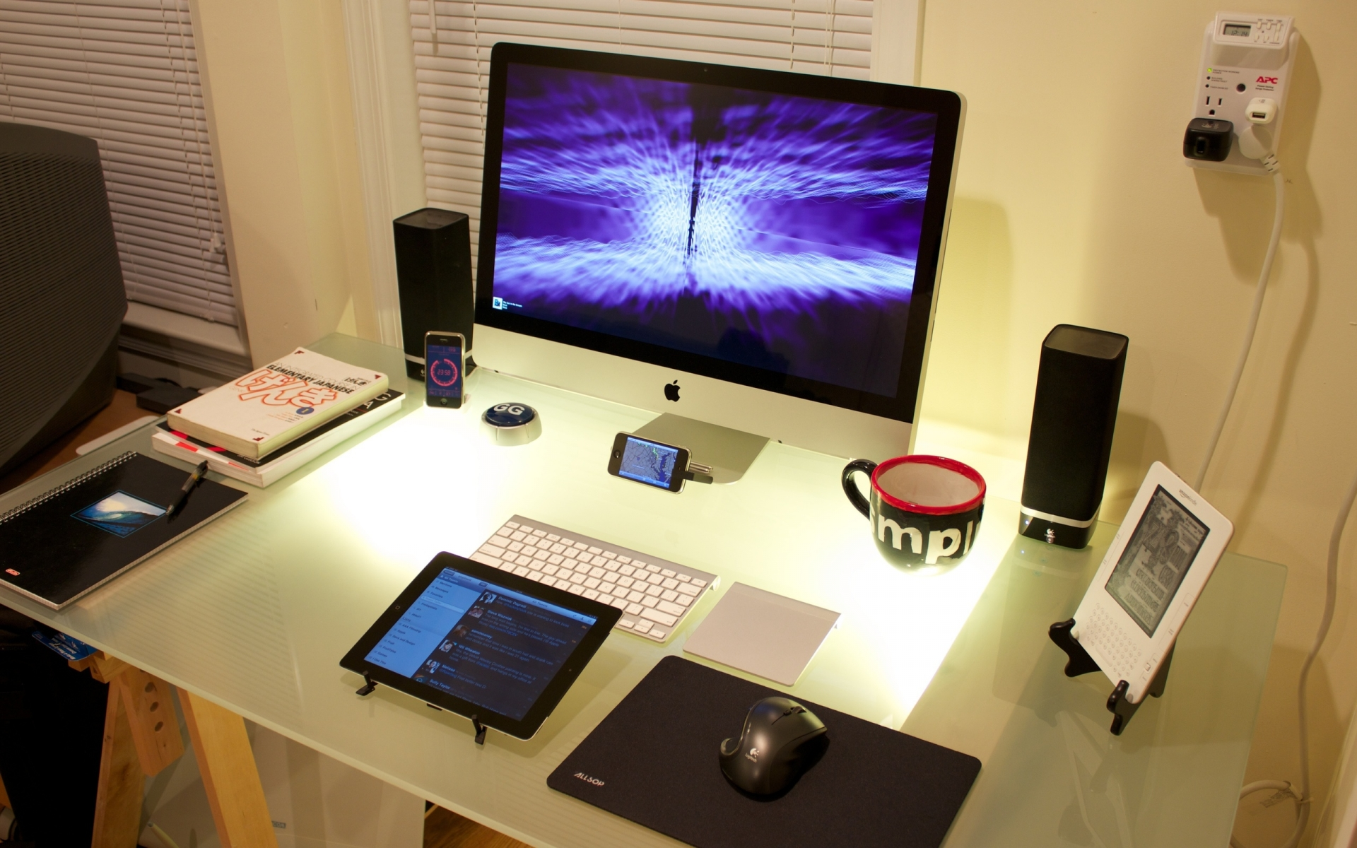 computer apple photography tech mech screen glass cup coffee speakers tablet electric