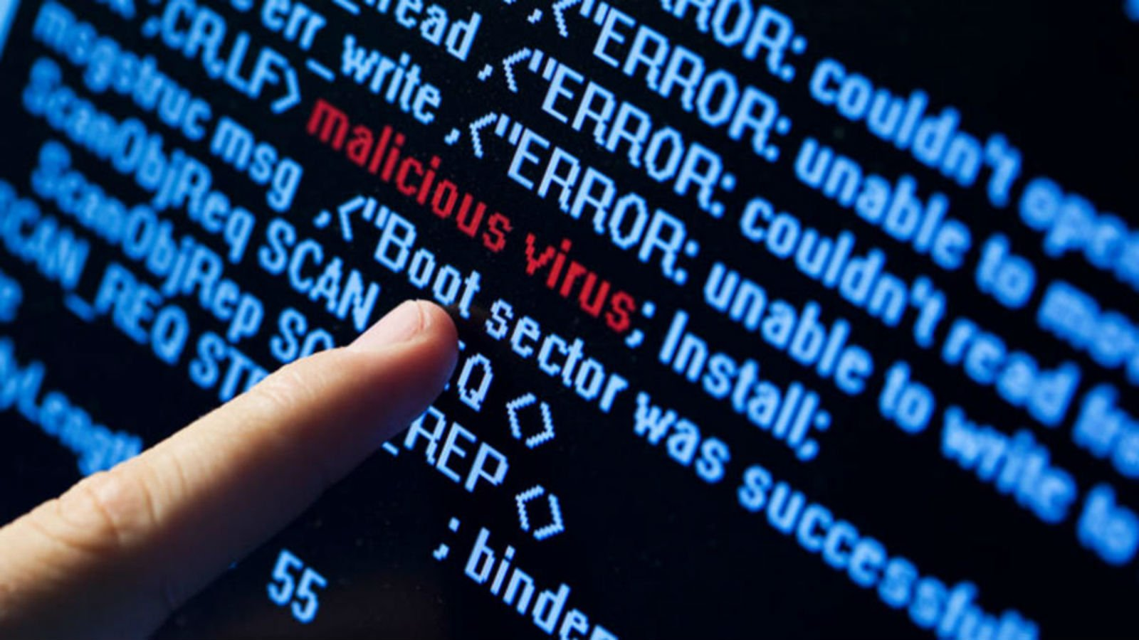 computer virus danger hacking hacker internet sadic (4)