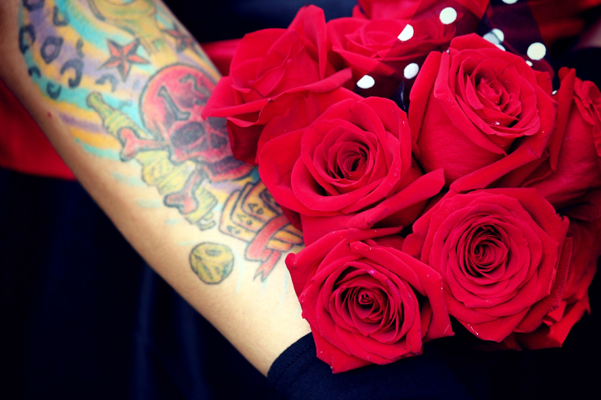 HAND  SKULL  TATTOO  BOUQUET  RED  ROSE