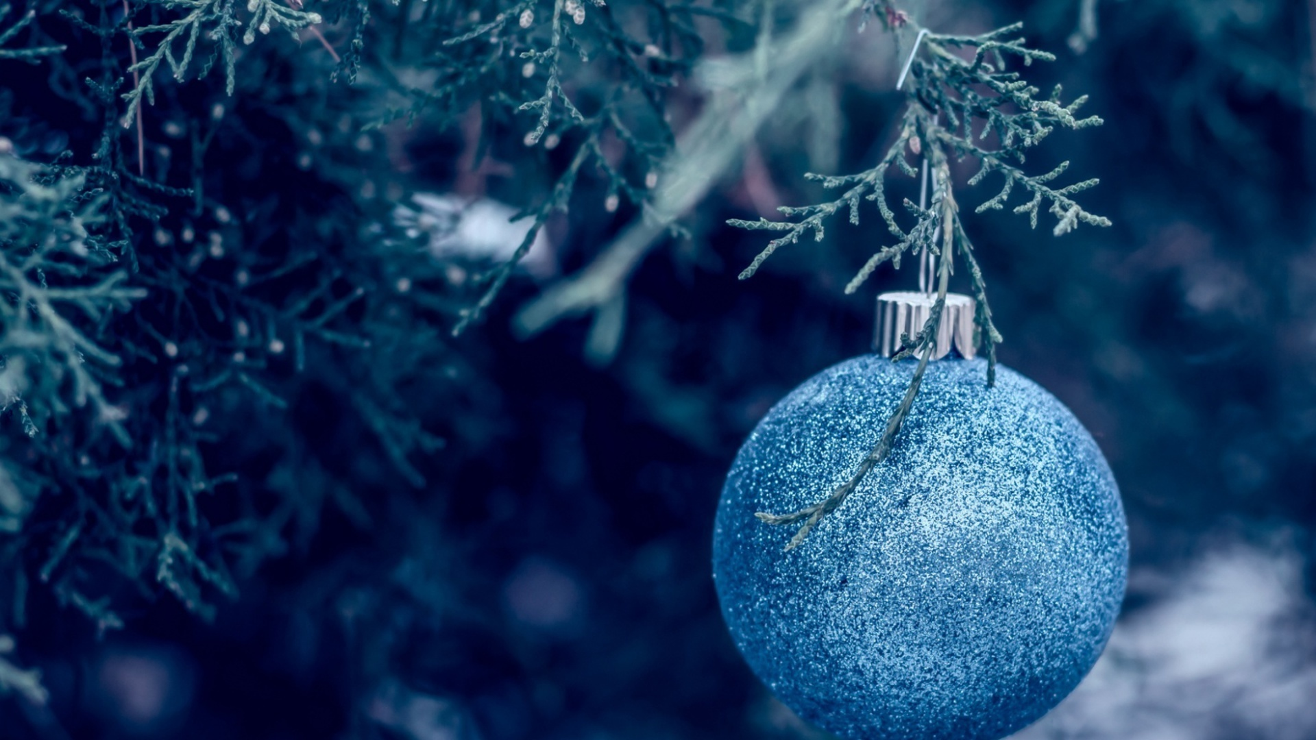 New Year Wallpapers ball tree decorations
