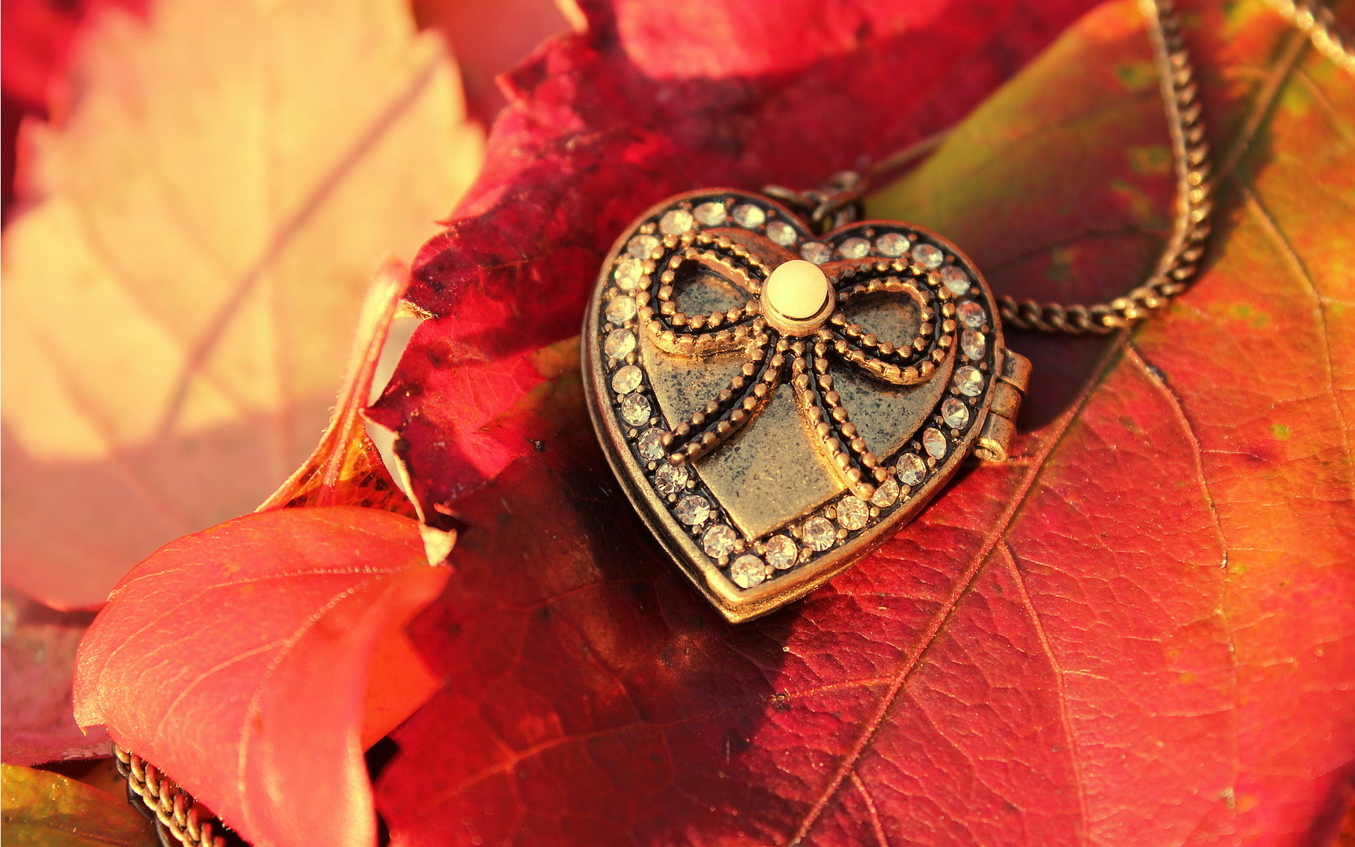 Pendant red leaves