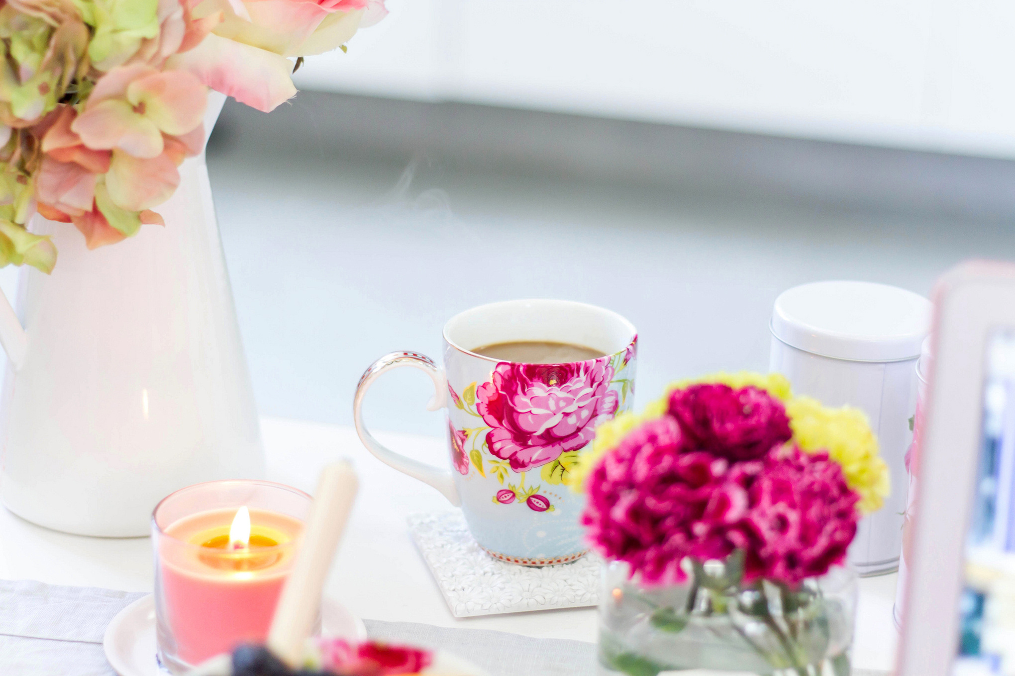 picture vase flowers coffee roses cup bokeh