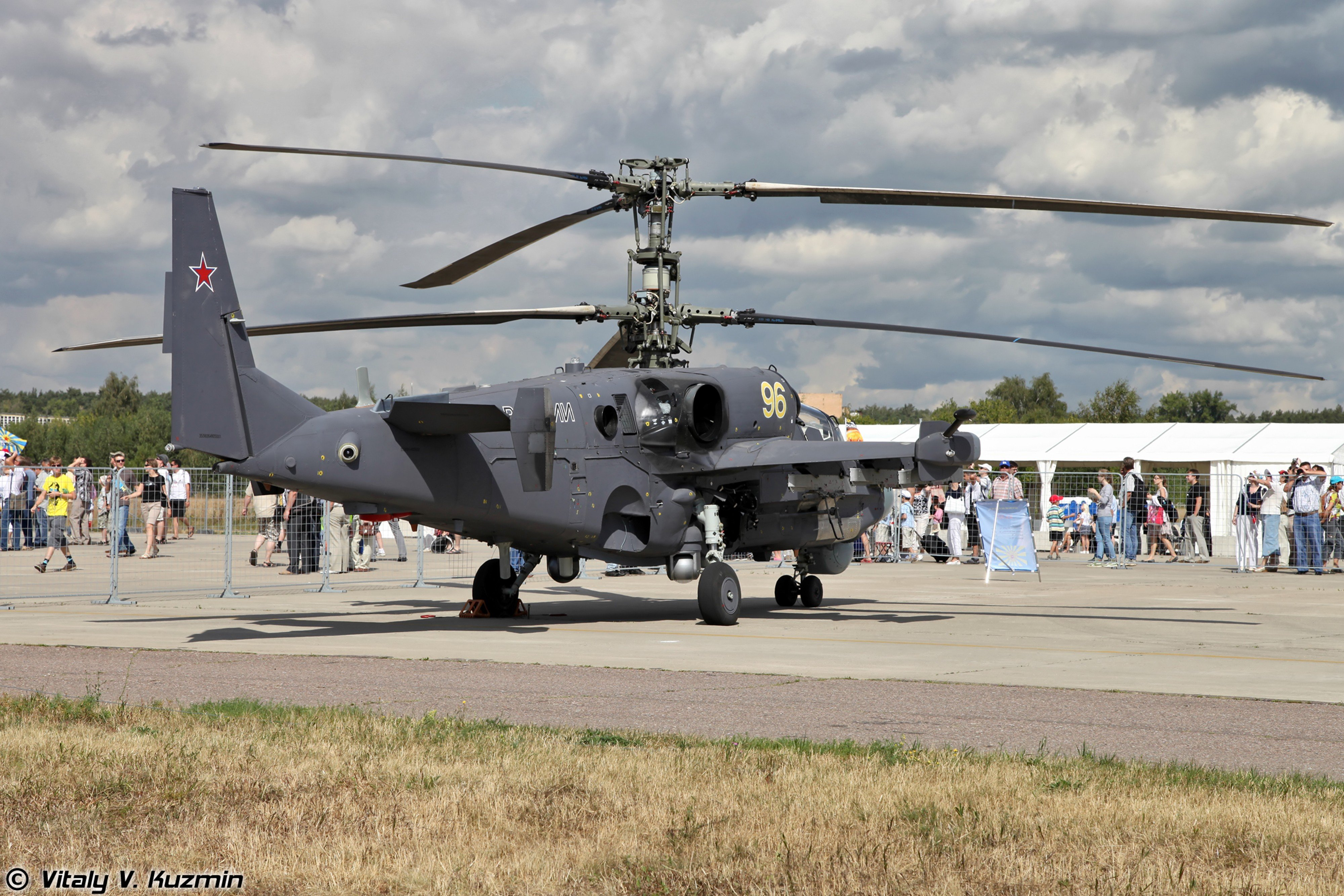russian helicopter mil-mi attack aircraft Russia war red star