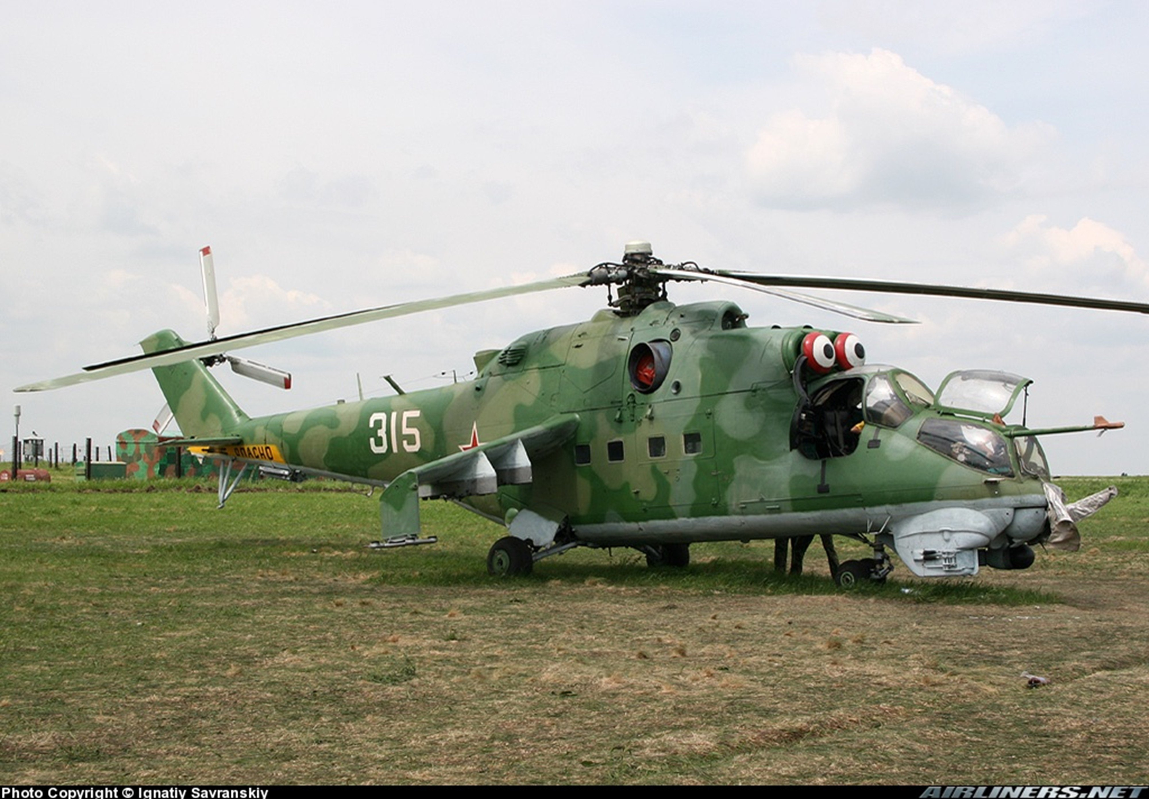 russian red star Russia helicopter aircraft mil-mi attack military army