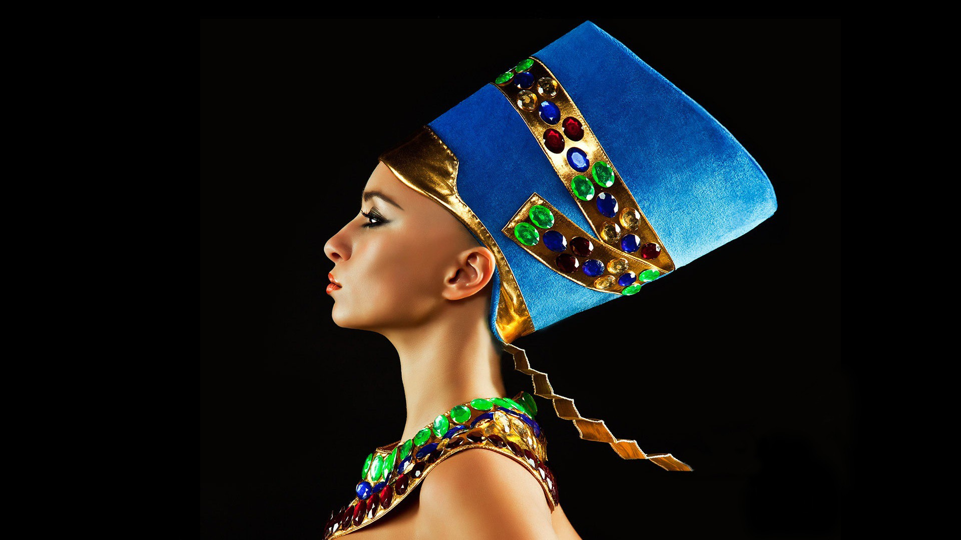 women Queen Egyptian head dress profile faces Nefertiti jewels